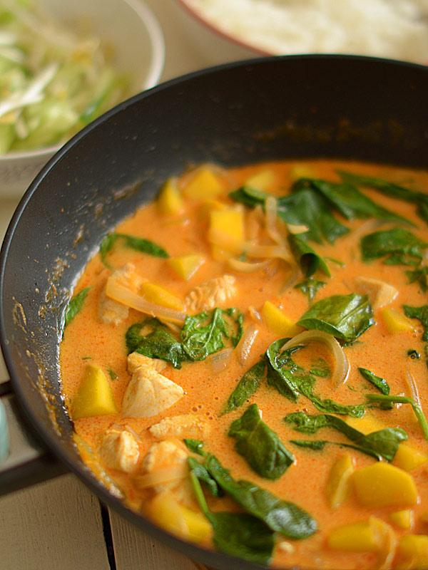 Przepis Na Czerwone Curry Z Kurczakiem I Mango Oraz Szpinakiem