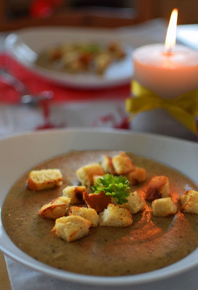 Kremowa Zupa Grzybowa Z Grzankami