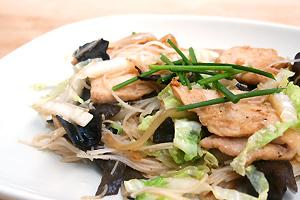 Smazony Makaron Ryzowy Z Kurczakiem I Grzybami Mun