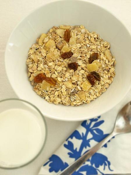 """Domowe musli z """"crunchy"""" - szybkie, niedrogie i takie, jakie lubimy najbardziej"""