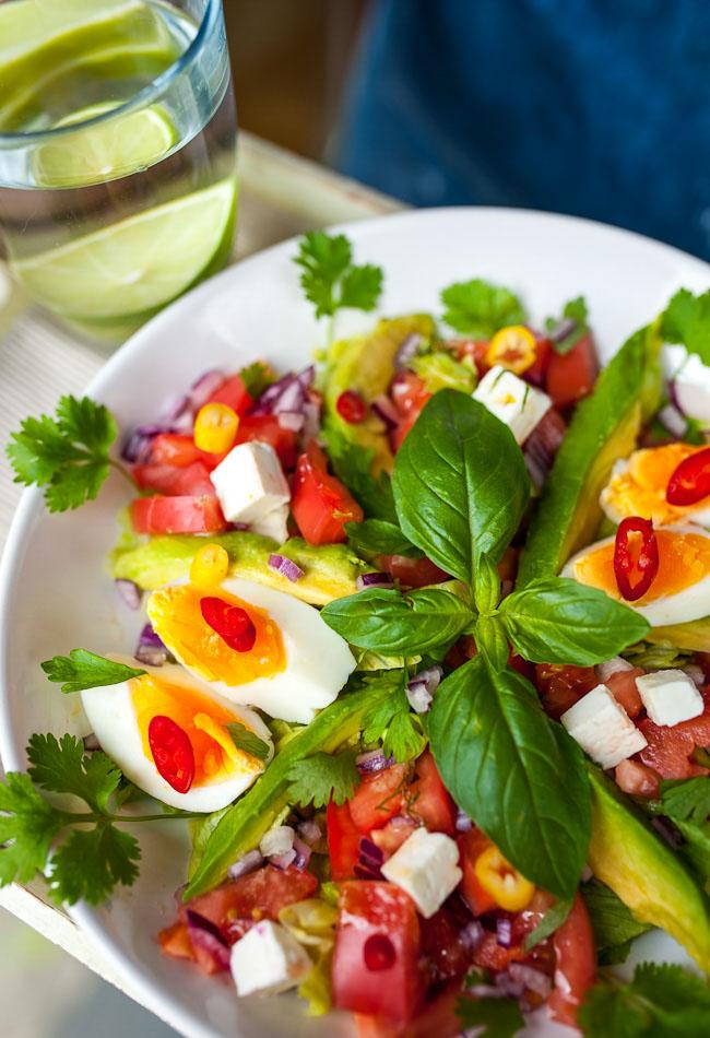 Prosta Salatka Z Pomidorem Awokado I Jajkiem