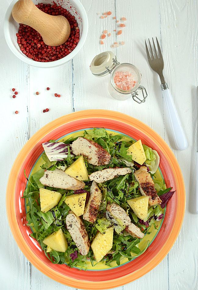 Przepis Na Kolorowa Salatka Z Kurczakiem Ananasem I Feta