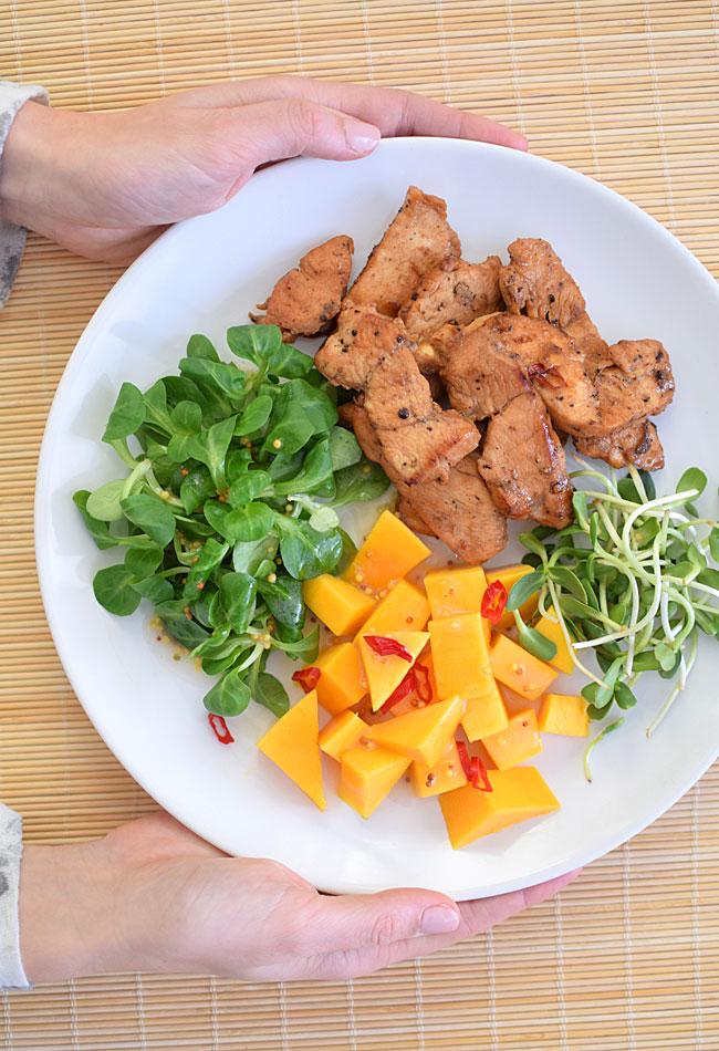 Przepis Na Salatka Nie Mieszana Z Kurczakiem I Mango Mniammniam Com